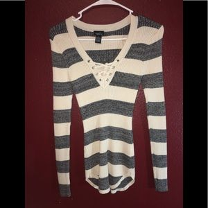 Rue 21 long sleeve shirt (B2)